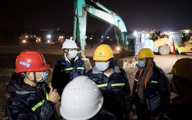 武漢火神山醫院除夕夜加緊建設
