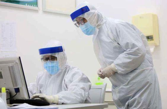 武漢市發熱門診就診高峰全天超1.5萬人