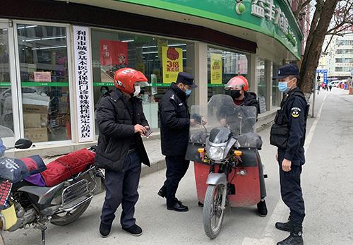 "湖(hu)北(bei)︰""編外警察""選(xuan)擇""就地上(shang)崗""戰(zhan)疫情"
