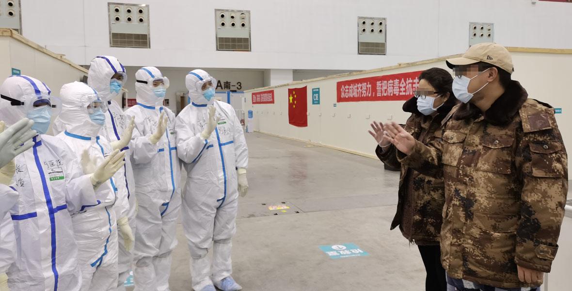 武漢客廳方艙醫院首批治愈患者出院