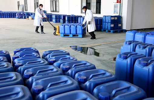 湖北鄖西一企業復工轉産 6天生産120噸防疫用消毒液