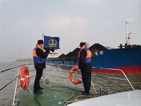 長江海事部門推出多項舉措保障航運企業復工復産