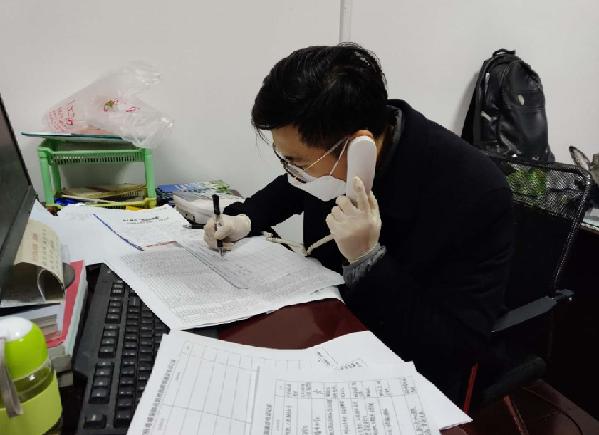 """""""舍(she)小家(jia)才能(neng)保大家(jia)""""——武漢江岸政法干警沖在戰(zhan)""""疫""""一線"""