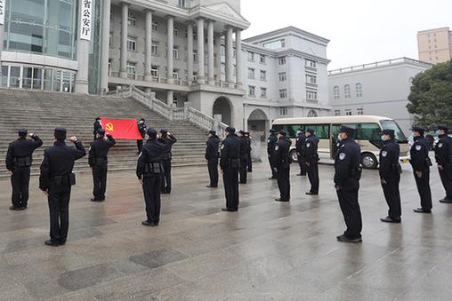湖(hu)北bi)」 蔡ting)機(ji)關(guan)再(zai)派132名黨員(yuan)民警馳援抗疫一線