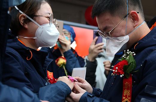 """武漢雷(lei)神山醫院20分鐘的""""戰jiang)鞀槔rdquo;"""