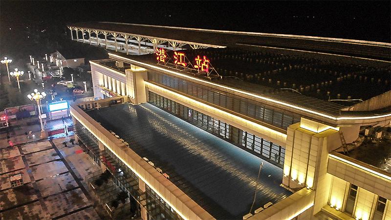 潛江火車站:堅守職工與家人的對話