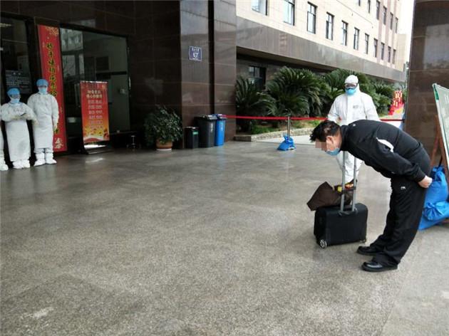 【新(xin)華(hua)網連線湖北】荊(jing)門首例ECMO治療患者治愈出院