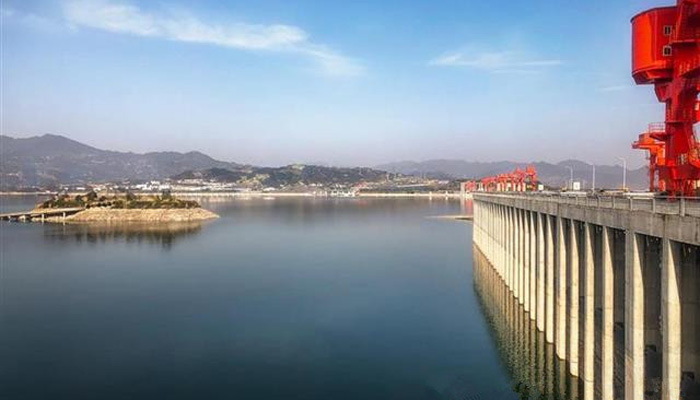 三峽ke) ku)為中下(xia)游補(bu)水100億立方米