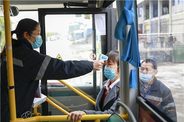 湖(hu)北來鳳湖(hu)南(nan)龍山(shan)跨省公交恢復運營