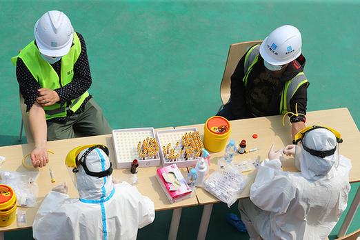 武漢︰核酸檢測進工地 安全復工復產