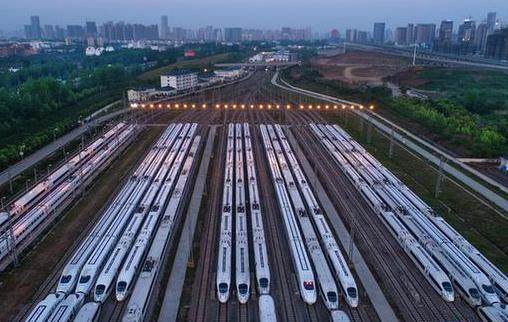 武(wu)漢首開中亞國際聯運汽車班列
