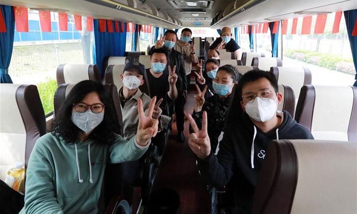 雷神山醫(yi)院(yuan)29名建設者啟程返回深圳(chou)