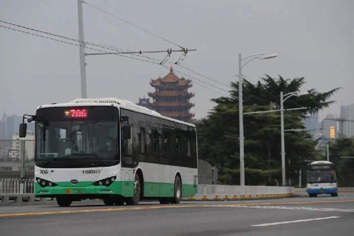 武漢城市(shi)公共交通22日起恢(hui)復全線(xian)網運營(ying)