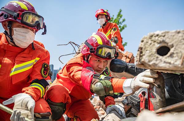 武漢市(shi)消防救援(yuan)支(zhi)隊開展跨區域地震救援(yuan)實戰拉練