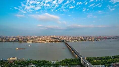 長江干線船(chuan)舶(bo)水污染物聯合監管與服務(wu)信(xin)息系(xi)統投入試運行