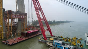 全國首座設計時速350公裏的長江鐵路橋開始架梁