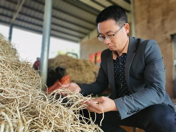 讓農產品借網出村,他想把家(jia)鄉(xiang)建(jian)成電(dian)商小(xiao)鎮