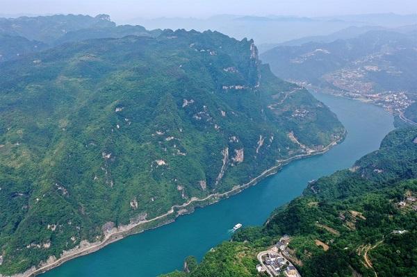 湖北宜昌:秀美峽江景如畫