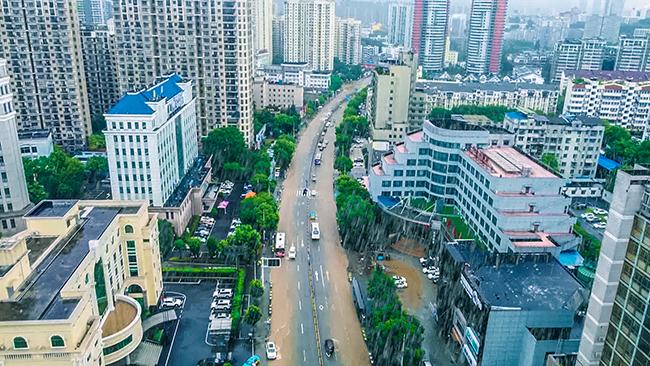 湖北宜昌:暴雨來襲 全城搶險救援急