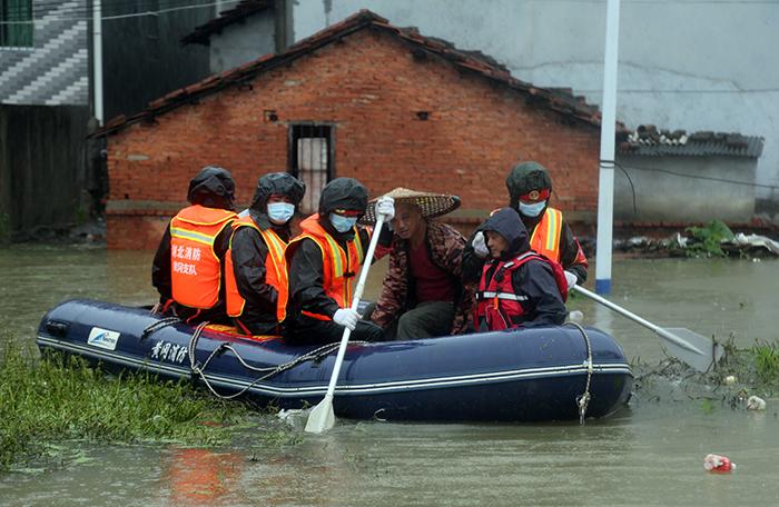 湖北黃岡持續暴雨 被困群眾安全轉移