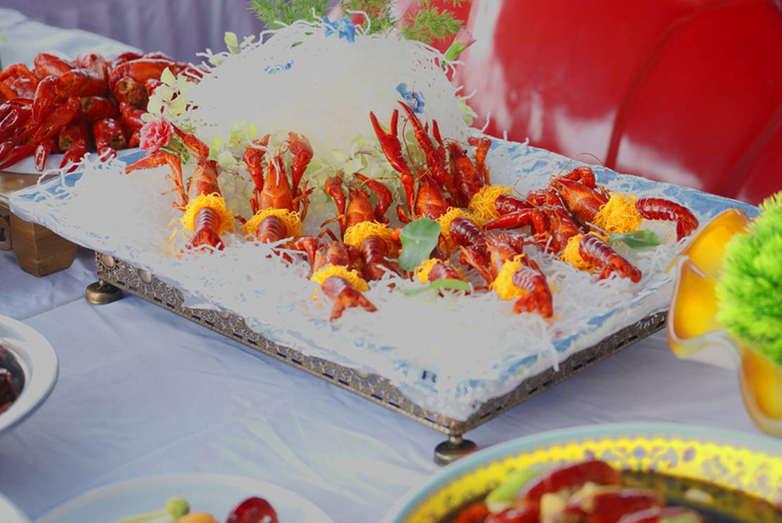 高手對決!湖北潛江上演小龍蝦視覺盛宴