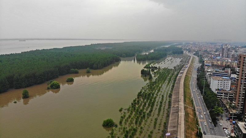 航拍長江湖北黃岡段水位全線超警
