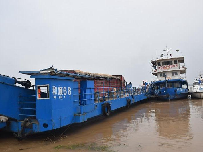 長江海事部門緊急協助轉運120萬斤糧食