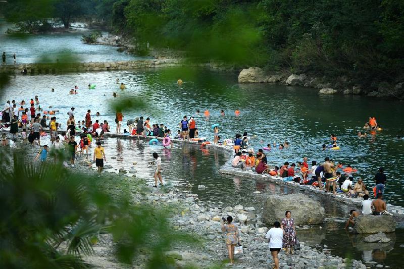 湖北宣恩:貢水河上好休閒