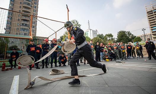 武漢:微型消防站技能賽助力社區消防安全