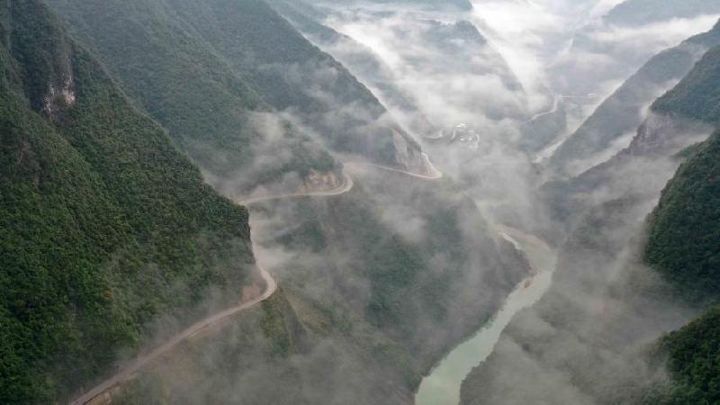 湖北鶴峰:雲中公路