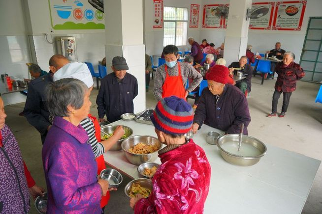 80歲老人免費就餐 孝感這個村辦食堂提升老百姓幸福感