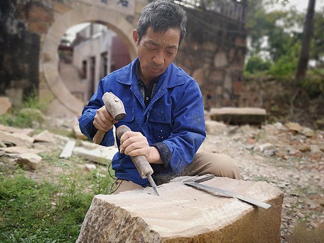 老石匠樊月東的雕刻人生