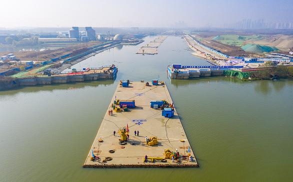 漢江首條沉管隧道開始安裝 首節沉管自重2.4萬噸