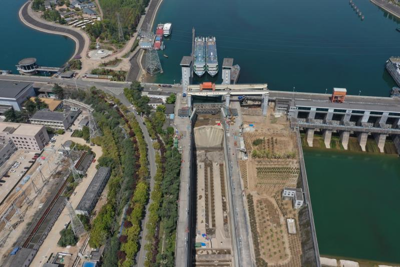 兩壩船閘停航檢修進度過半 三峽樞紐水域通航安全有序