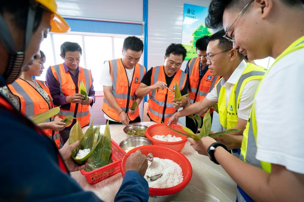 武漢:工地粽飄香