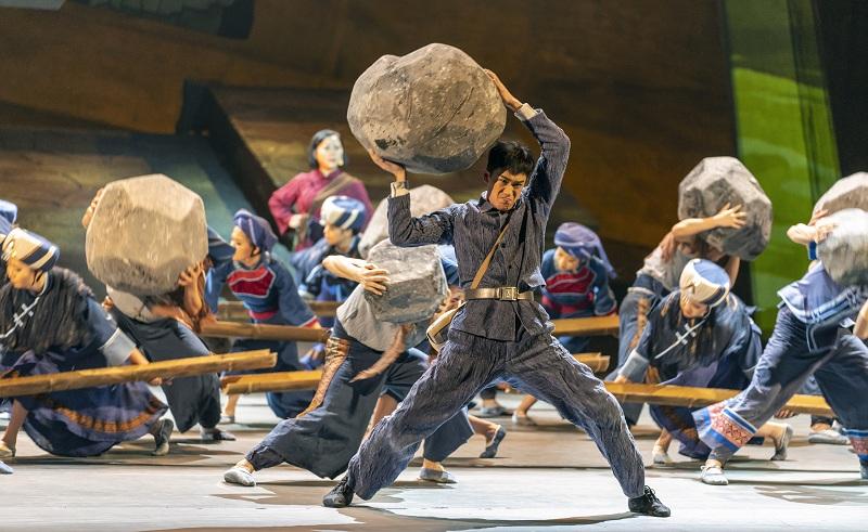 原創民族歌舞劇《老兵》在湖北恩施首演