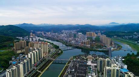 沿著高速看中國丨路通産業興 竹山換新顏