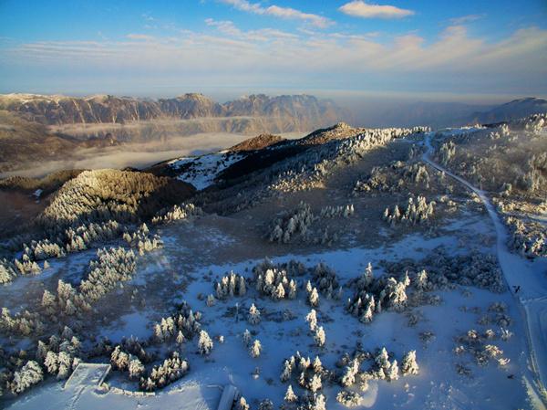 """航拍神农架雾凇 """"世界地质公园""""的冰雪仙境"""