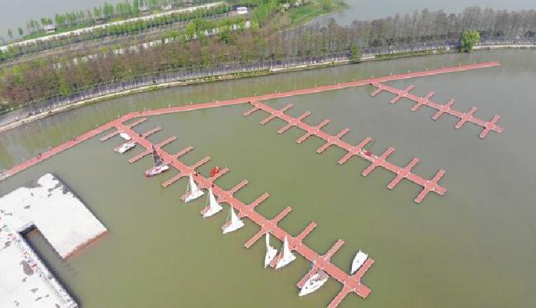 东湖帆船比赛码头融入湖光山色