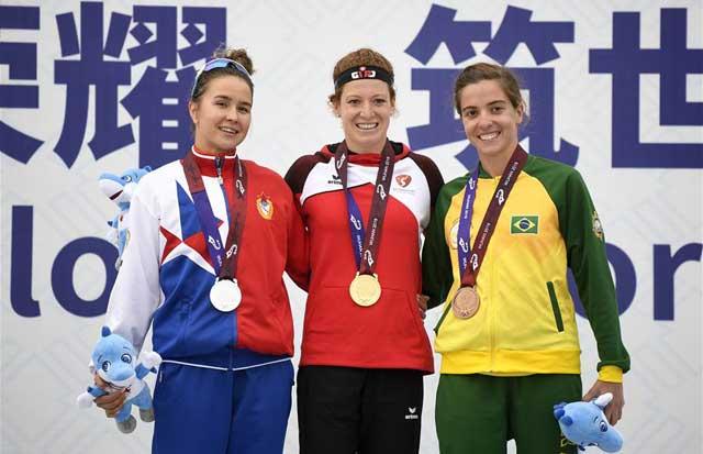 铁人三项——瑞士选手获精英组女子个人赛冠军