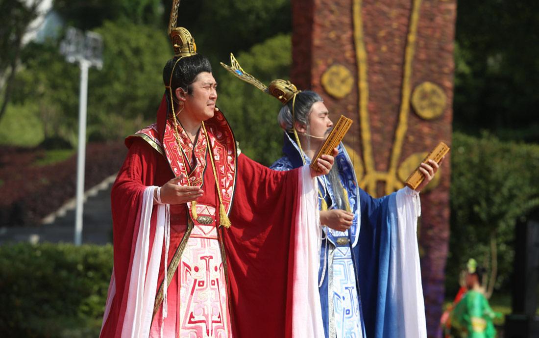 图为在2018屈原故里端午文化节开幕式上的表演。新华网 连迅 摄