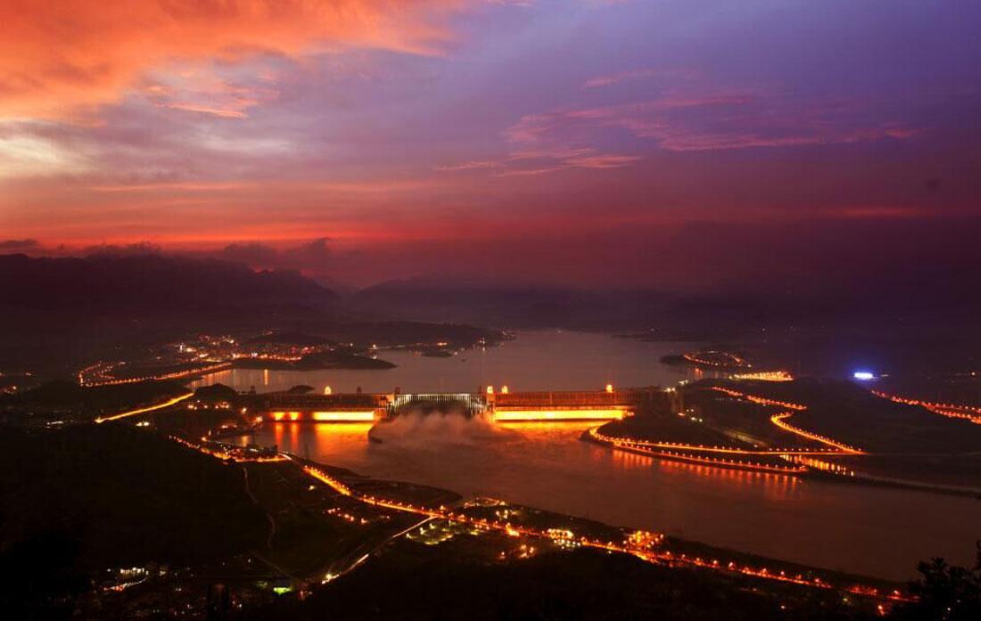 圖為夕陽下的三峽大壩 新華網發 魏啟揚 攝